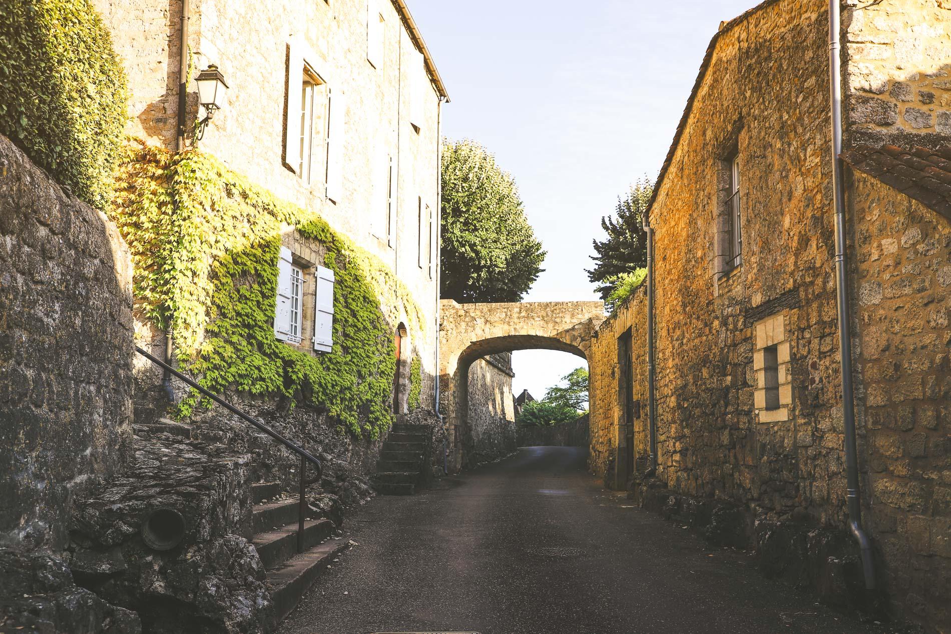 Ruelle a Domme en Dordogne