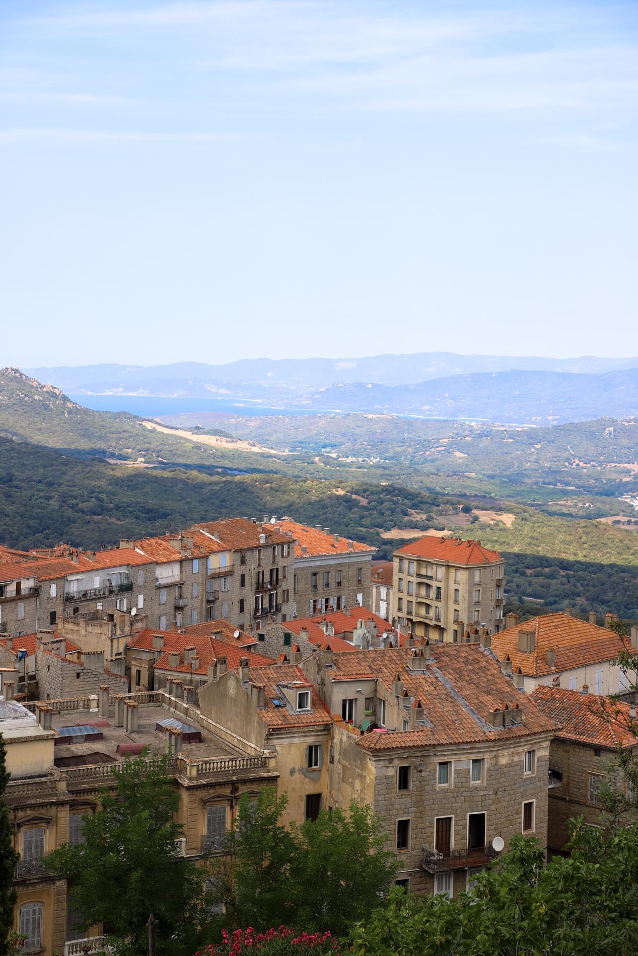 Vue sur Sartene en Corse