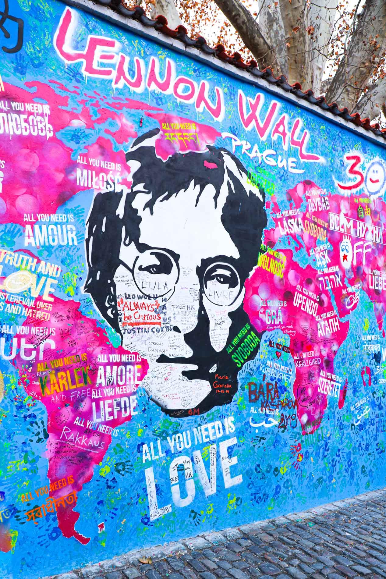 Le-Mur-De-Lennon-a-Prague