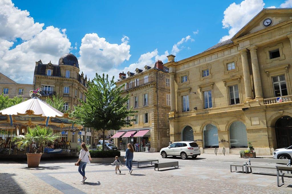Brive-la-Gaillarde-Place-de-Leglise