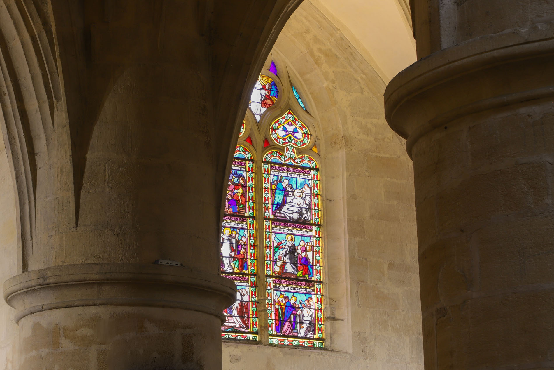 vitraux-cathedrale-saint-sacerdos
