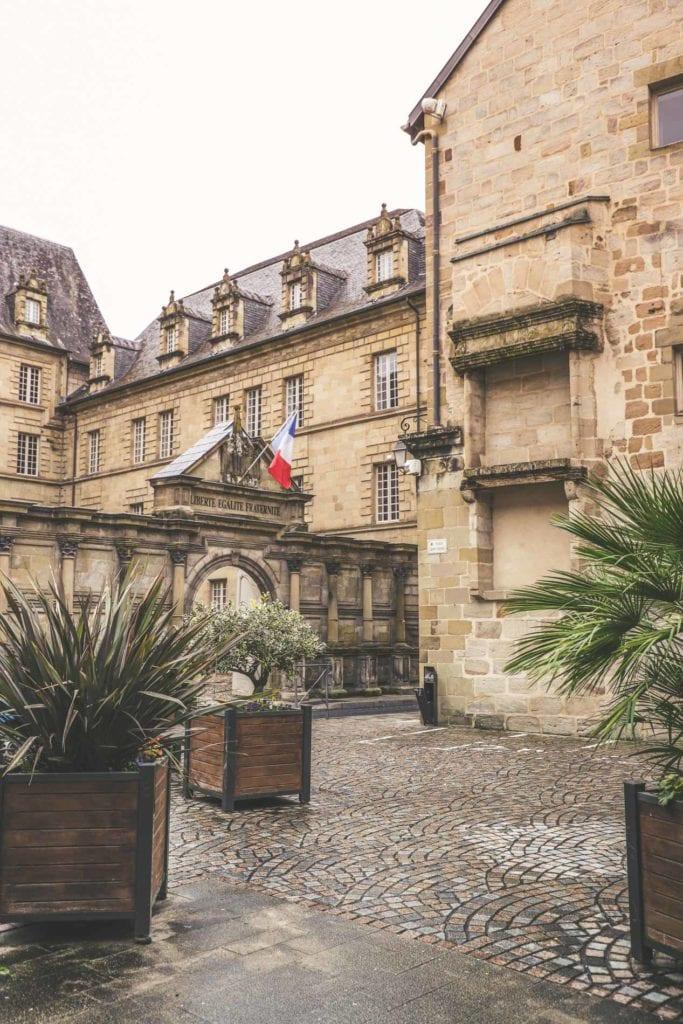 Hotel-de-ville-sous-prefecture-de-la-correze