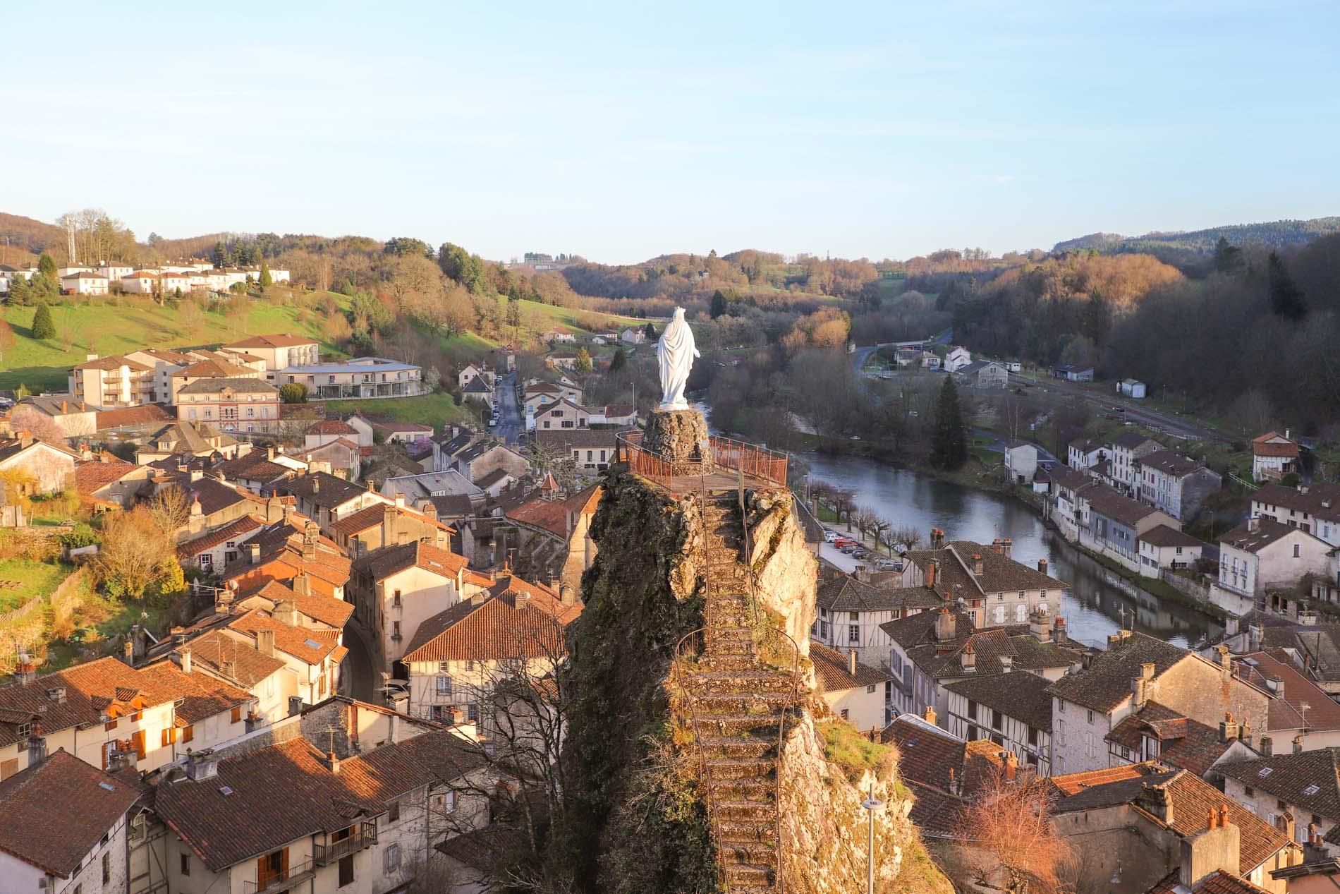 village-de-laroquebrou-cantal